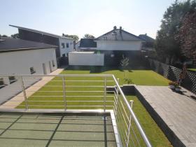 Garten links Gewerbehalle